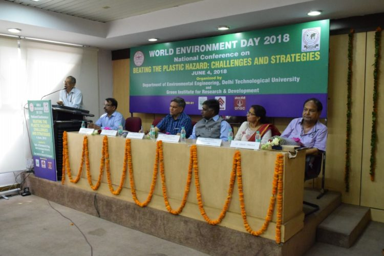 Photo 2 Shri Chandra Mohan, Senior Scientist in Department of Science and Technbology addresing the participants in the valerdictory session
